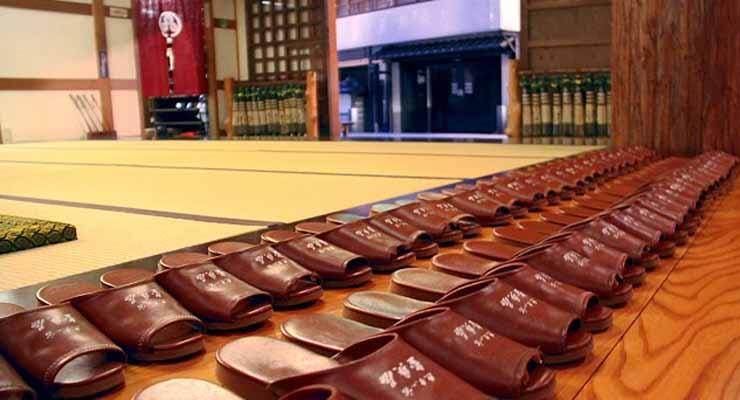 Etika Masuk Rumah di Jepang